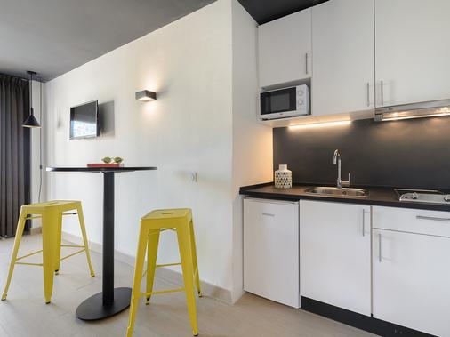 Apartamentos Playasol Jabeque Dreams - Ibiza - Kitchen