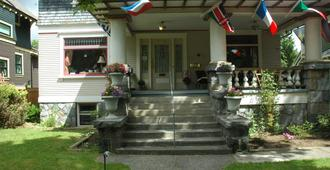 Windsor Guest House - Vancouver - Building