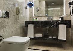 Dedeman Bostanci - Istanbul - Bathroom