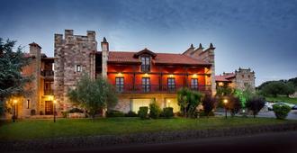 Complejo Hotelero San Marcos - Santillana del Mar - Building