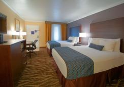 Hotel Tempe/Phoenix Airport InnSuites at the Mall - Tempe - Bedroom