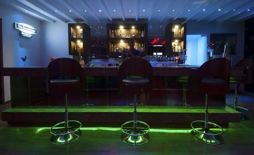 Humble Hotel Amritsar - Amritsar - Bar