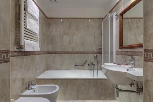 Hotel Borromeo - Rome - Bathroom
