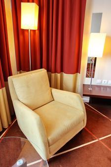 Holiday Inn Sofia - Sofia - Bedroom