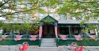 Rogues Harbor Inn - Ithaca - Building