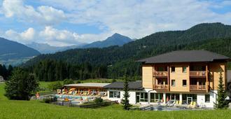 Familienhotel Kreuzwirt - Weissensee - Building