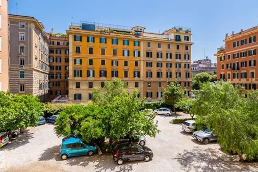 Domus Carmelitana - Rome - Parking