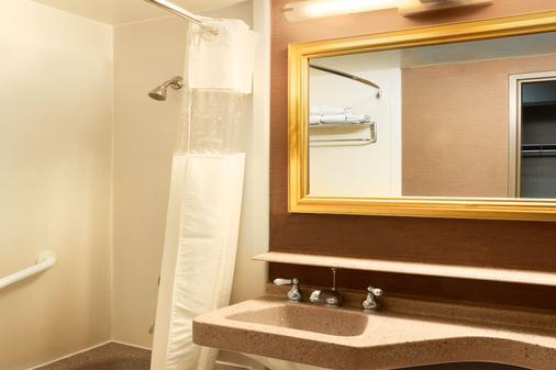Fremont Hotel & Casino - Las Vegas - Bathroom
