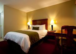 Riverland Inn & Suites - Kamloops - Bedroom
