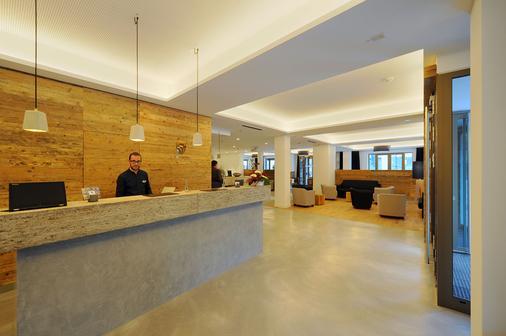 Vi Vadi Hotel Bayer 89 - Munich - Front desk