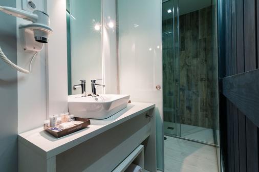 B&B Hotel Madrid Centro Fuencarral 52 - Madrid - Bathroom