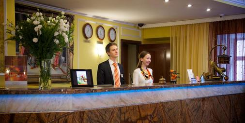 Hotel Mandarin Moscow - Moscow - Front desk