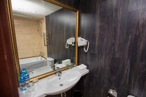 Hotel Mandarin Moscow - Moscow - Bathroom