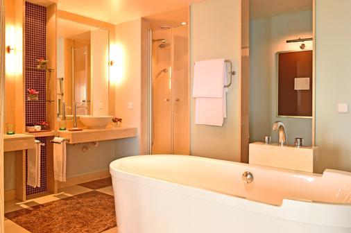 Pestana Carlton Madeira Ocean Resort Hotel - Funchal - Bathroom