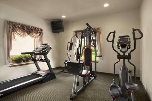 Howard Johnson by Wyndham Oklahoma City - Oklahoma City - Gym