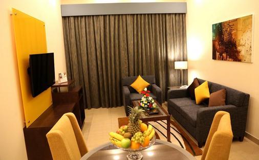 Xclusive Casa Hotel Apartments - Dubai - Living room