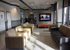 Days Inn & Suites Orlando Airport - Orlando - Lobby