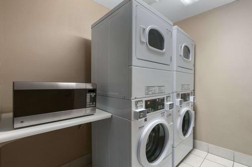 Days Inn Williams - Williams - Laundry facility