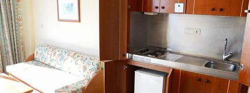 Aparthotel Playasol Jabeque Soul - Ibiza - Kitchen