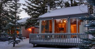 Tunnel Mountain Resort - Banff - Building