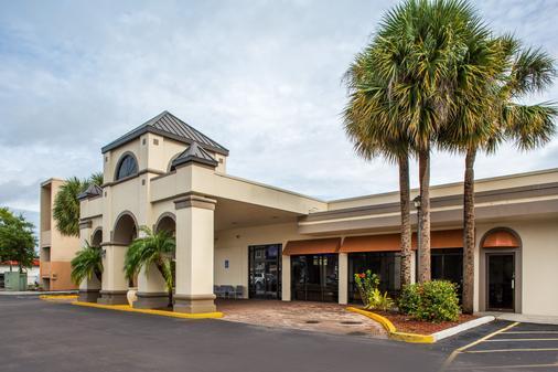 Days Inn & Suites by Wyndham Orlando Airport - Orlando - Building
