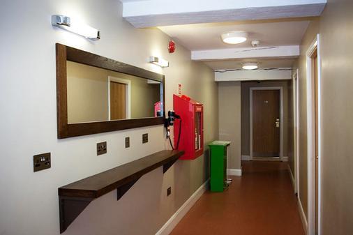 Isaacs Hostel - Dublin - Hallway