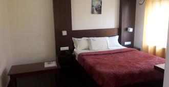 Hotel Luciya International - Mysore - Bedroom