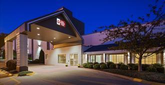 Best Western Plus Longbranch Hotel & Convention Center - Cedar Rapids - Building