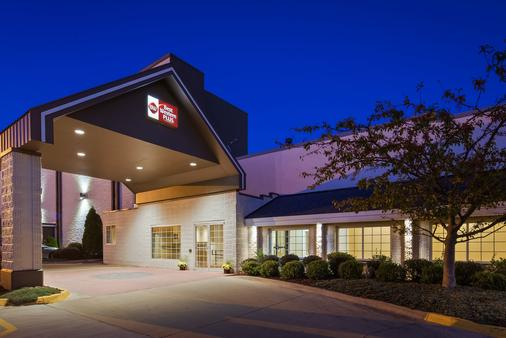Best Western Plus Longbranch Hotel & Convention Center - Cedar Rapids - Building