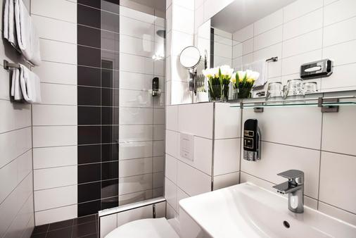 Hotel Metropol - Munich - Bathroom