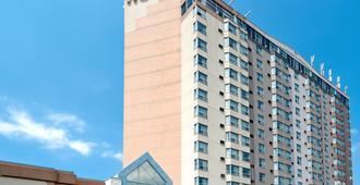 Sandman Signature Mississauga Hotel - Mississauga - Building