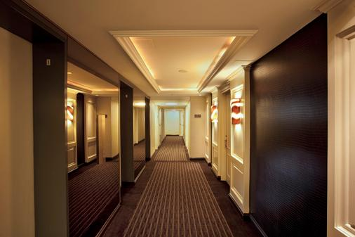 Hotel Le Cantlie Suites - Montreal - Hallway
