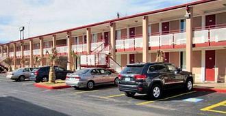 Delux Inn - Wichita Falls - Building