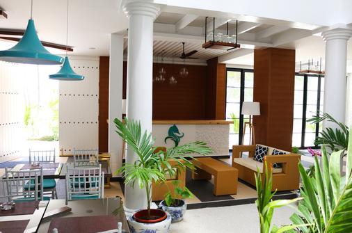 Crystal Sands Beach Hotel - Maafushi - Front desk