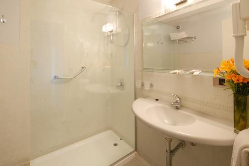 Hotel Tirol - San Carlos de Bariloche - Bathroom