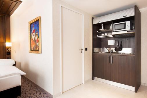 King's Hotel Center - Munich - Kitchen
