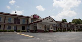 Red Roof Inn & Suites Jackson, TN - Jackson - Building