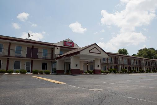 Red Roof Inn & Suites Jackson, TN - Jackson - Building