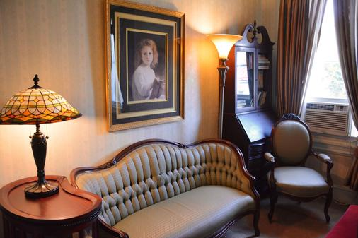 Manayunk Chambers Guest House - Philadelphia - Living room