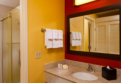 Courtyard by Marriott New Orleans Downtown Near the French Quarter - New Orleans - Bathroom
