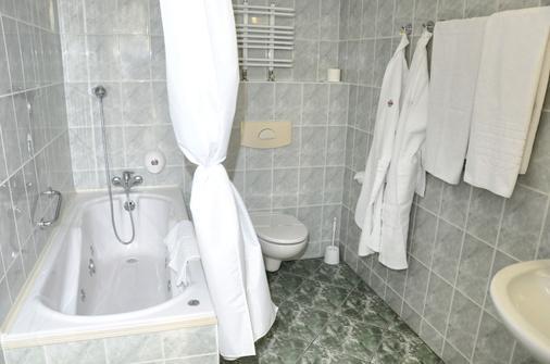 Hotel Gromada Warszawa Centrum - Warsaw - Bathroom