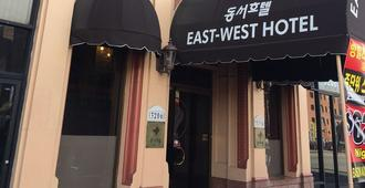 East West Hotel - Los Angeles - Building