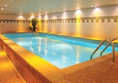Leonardo Hotel Köln - Cologne - Pool