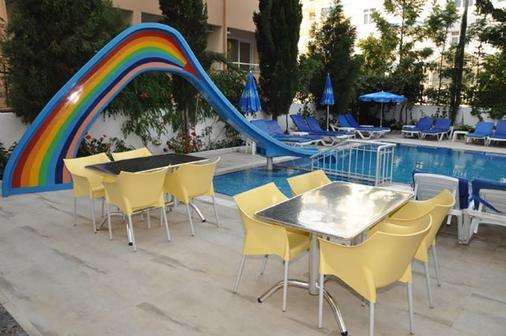 Kleopatra Celine Hotel - Alanya - Patio
