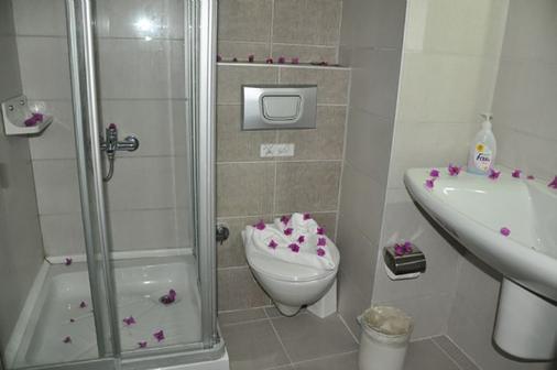 Kleopatra Celine Hotel - Alanya - Bathroom
