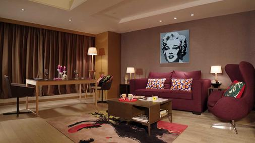 Onehome Art Hotel Shanghai - Shanghai - Living room
