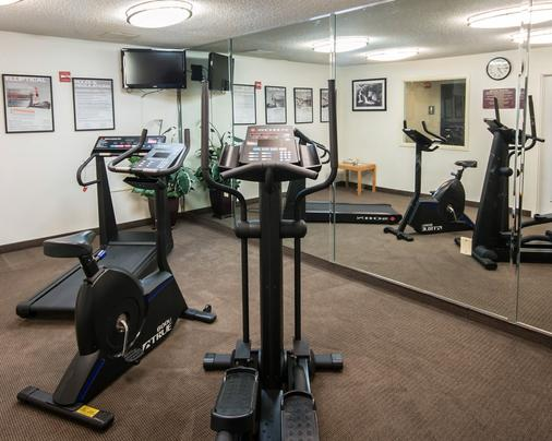 Clarion Inn And Suites Dfw North - Irving - Gym