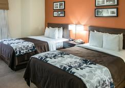 Clarion Inn And Suites Dfw North - Irving - Bedroom