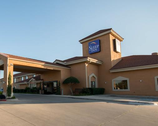 Clarion Inn And Suites Dfw North - Irving - Building