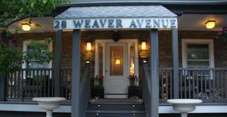 Admiral Weaver Inn - Newport - Building